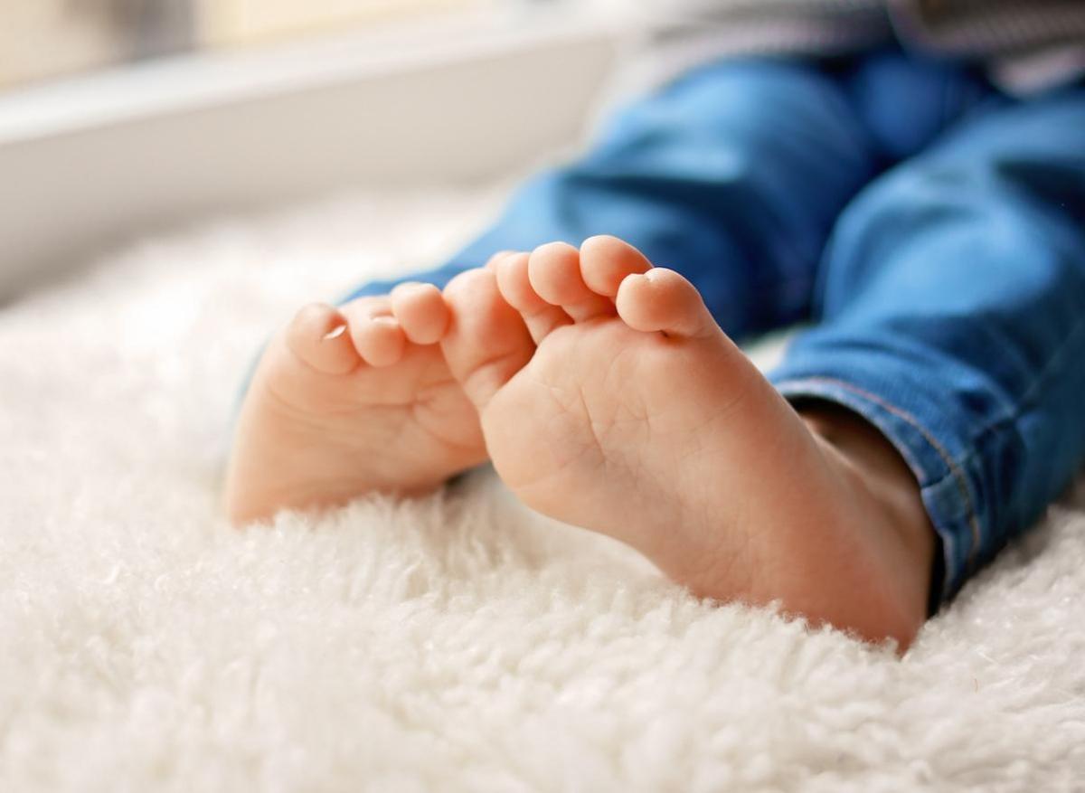 """Coronavirus : des """"orteils Covid"""" chez les enfants, une forme de vascularite"""