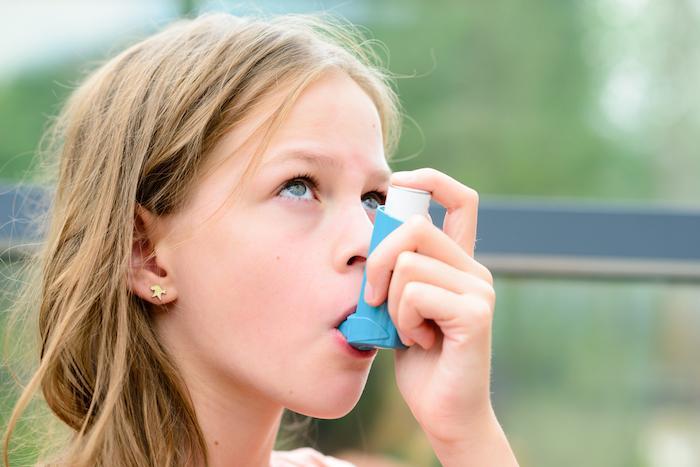Asthme infantile : augmenter brièvement les corticoïdes inhalés n'empêche pas les exacerbations