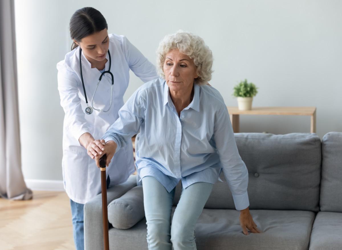 Maladie de Parkinson : pas que des médicaments pour réduire les troubles de la marche