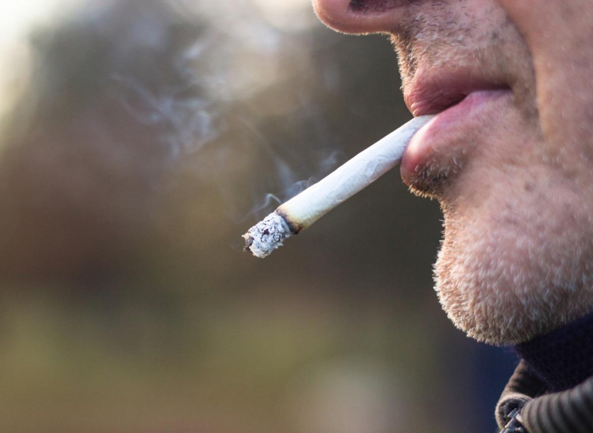 Coronavirus : le tabagisme augmente le risque de développer une forme sévère