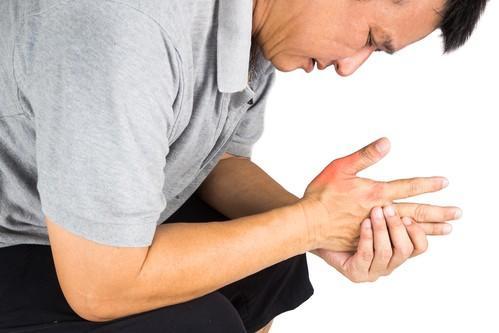 Goutte : l'ANSM alerte sur des risques graves avec la colchicine