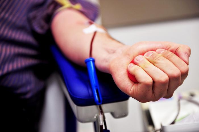 VIH : l'ouverture du don du sang aux homosexuels n'a pas élevé le risque de transmission