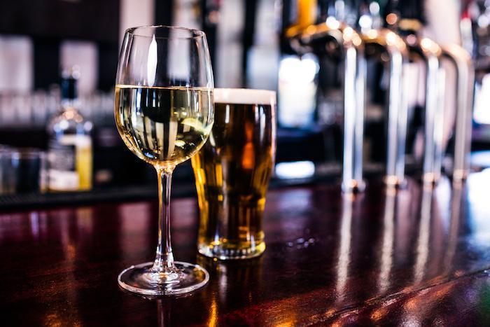 Alcool, tabac et mortalité par cancer : une étude relance la polémique