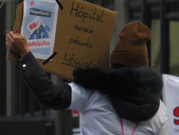 Grèvedes fonctionnaires : les hospitaliers rejoignent le cortège