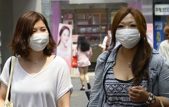 Coronavirus : la contagiosité atteint 20% dans la même pièce