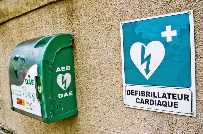 Mort subite : les défibrillateurs dans les clubs de sport sauvent des vies