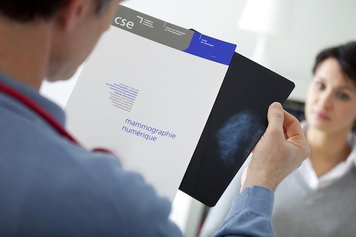 Cancer du sein : le ministère fait un pas pour personnaliser le dépistage