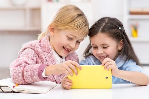 Tablettes : les pédiatres les déconseillent avant 3 ans