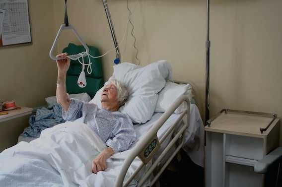 Fracture du col du fémur : 1 homme âgé sur 4 décède un an après