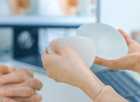 Prothèses mammaires: l'ANSM interdit tous les modèles macrotexturés