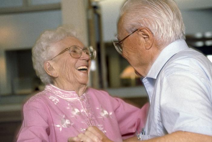 Chez les personnes âgées, la danse réduit incroyablement les risques de handicap