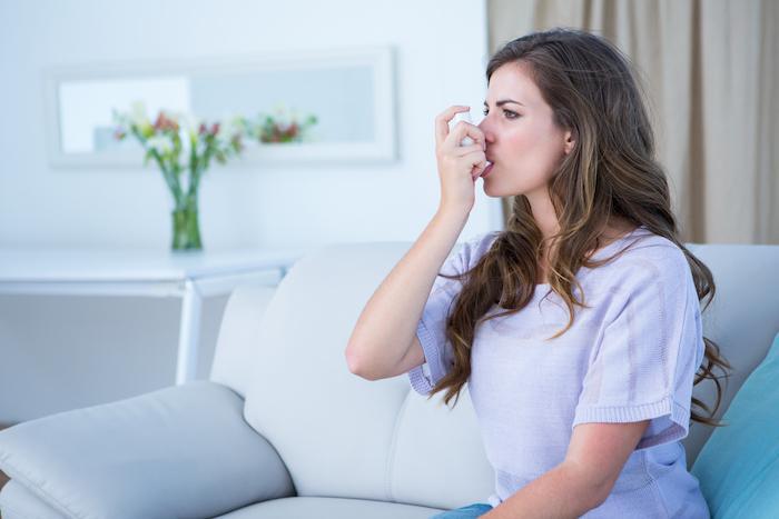 Asthme léger : remise en cause des corticoïdes inhalés en traitement d'entretien