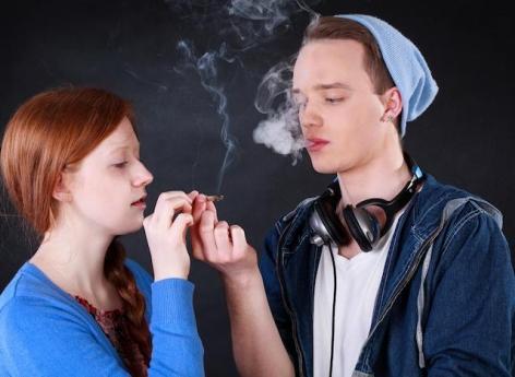 Cannabis : les adolescents qui en consomment se suicident plus