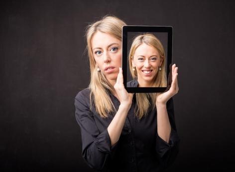 Dépression souriante : un masque qui cache un profond mal-être