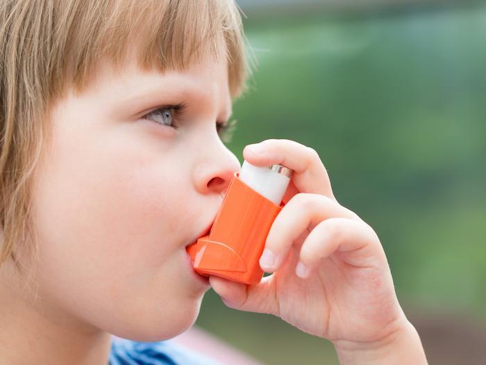 Asthme : plus de risques chez les enfants en surpoids