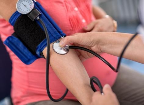 AVC thrombolysé : une baisse intensive de la tension réduit le risque de saignements