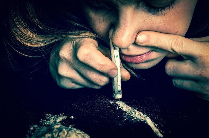 Les jeunes français consomment trop de drogues dures et de porno