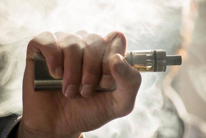 Cigarette électronique : vapoter modifie l'ADN et peut provoquer des cancers