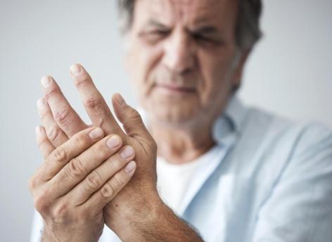 Polyarthrite rhumatoïde : l'arrêt du tabac réduit le risque à long terme