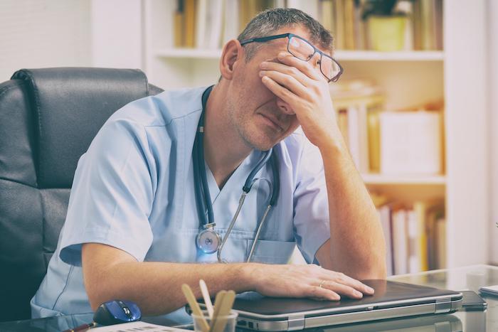 Epuisement professionnel et erreurs médicales : 55% des médecins américains concernés