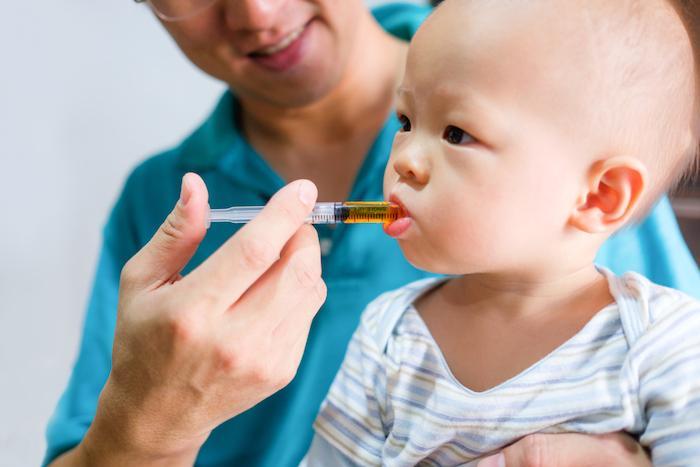 Allergies : chez les nourrissons, les antibiotiques et les anti-acides favorisent leur développement