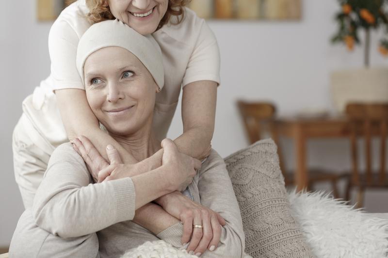 Insuffisance cardiaque chez la femme : le traitement des cancers HER2 double le risque