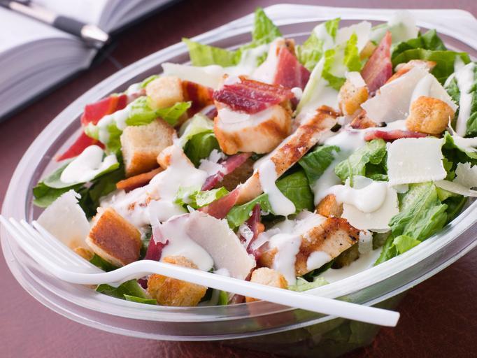 Listeria : un lot de salades Caesar contaminé chez McDonald's