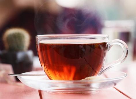 Cancer de l'œsophage : boire son thé trop chaud en accroît le risque