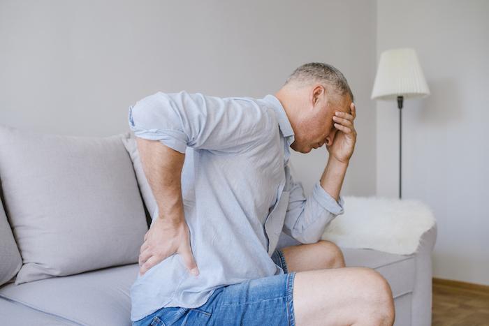 Spondylarthrite : les vacances thérapeutiques sont possibles, même avec les anti-TNF