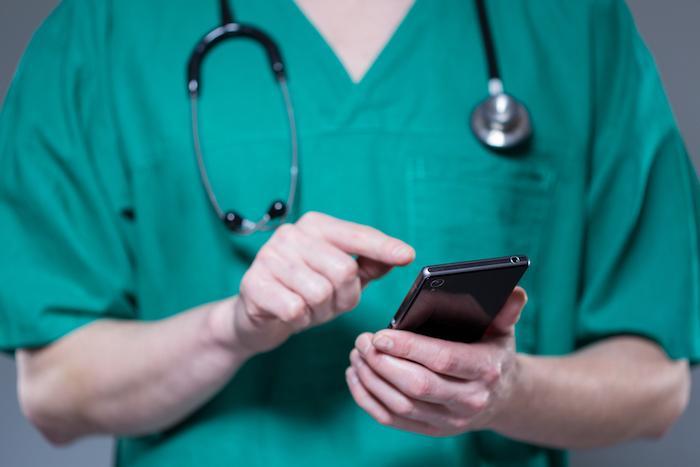Agressions de médecins : une application smartphone pour donner l'alerte