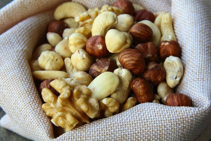 Cancer colorectal : des fruits à coque pour réduire les récidives