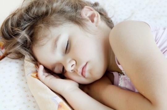 Obésité : le bon sommeil des enfants diminue les risques