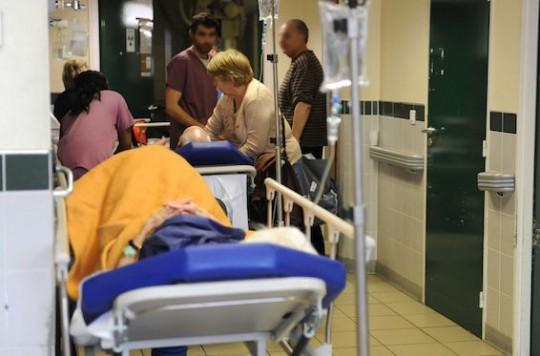 Crise à l'hôpital : le patron de la FHF s'en prend aux libéraux
