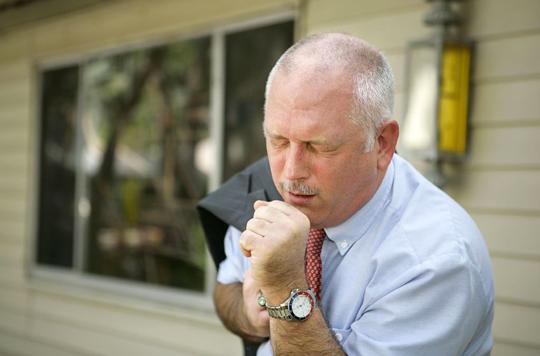 Toux de fin d'expiration : son absence pourrait exclure un reflux gastro-œsophagien
