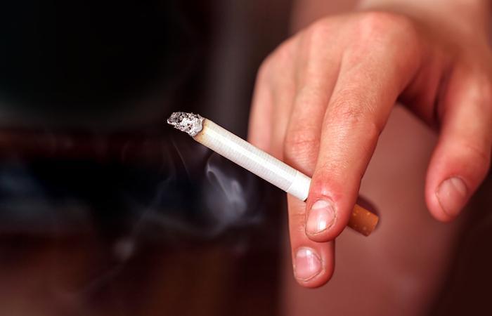 Polyarthrite rhumatoïde : la cigarette augmente le risque