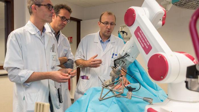 Amiens : une scoliose opérée par robot pour la première fois