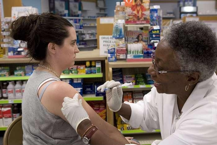Grippe: expérimentation de la vaccination en pharmacie