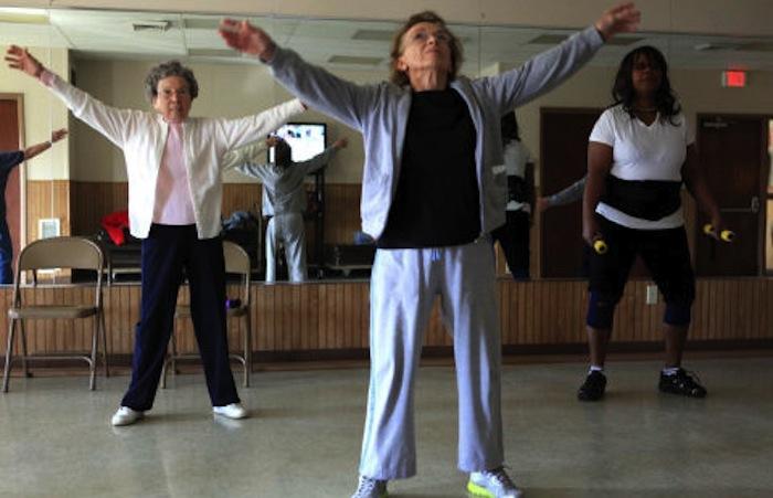 Après 65 ans : de l'aérobic pour réduire les risques d'Alzheimer