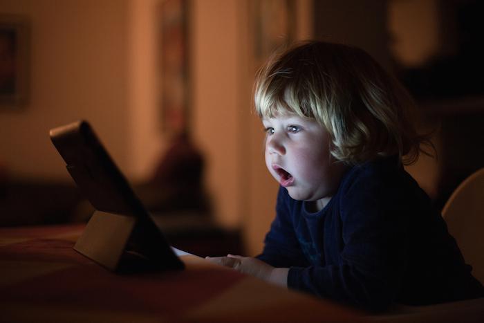Retard de développement : des experts pointent la surexposition aux écrans