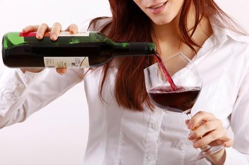 Cancer du sein : l'alcool augmente le risque après la ménopause