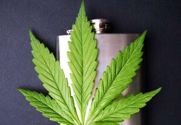 L'alcool plus nocif pour le cerveau que la marijuana