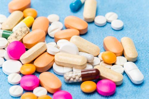 Revue Prescrire : 90 médicaments plus dangereux qu'utiles