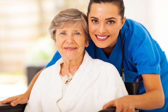 Urgences : des infirmières pour réduire réduit les hospitalisations des personnes âgées