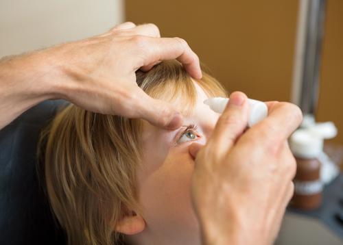 Collyres mydriatiques : alerte de l'ANSM sur les effets indésirables chez l'enfant