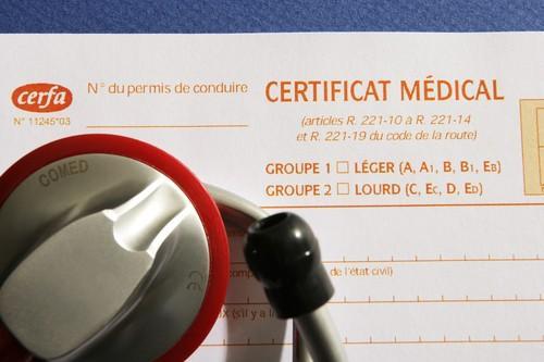 Faux certificats de migrants : la Cimade pointe de nombreux médecins