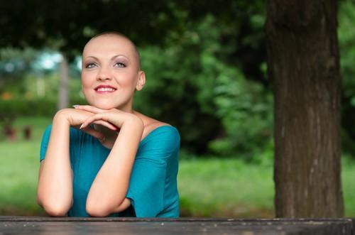 Casque réfrigérant: un bénéfice contre l'alopécie définitive
