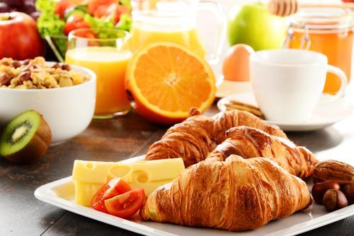 Petit-déjeuner : régulier, il préserve d'un stockage excessif des graisses