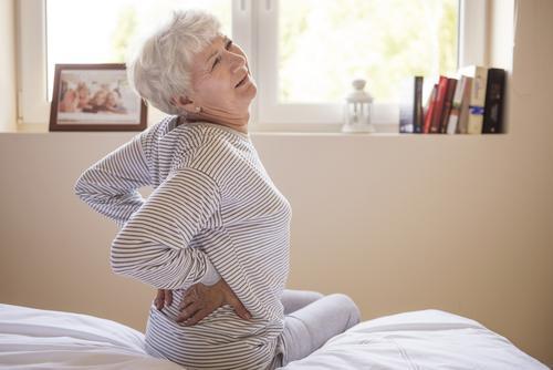 Cyphose : la déformation de la colonne vertébrale est moins prononcée sous hormones