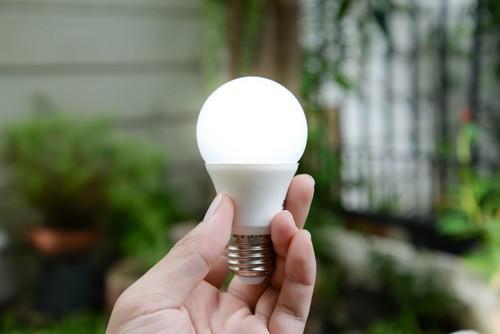 Ampoules LED : potentiellement à risque pour les yeux