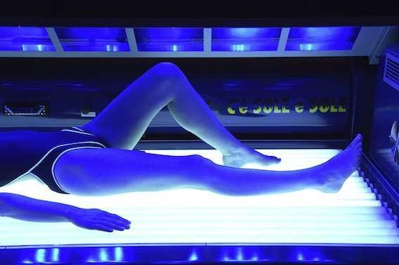 Mélanome :  les UV artificiels multiplient le risque